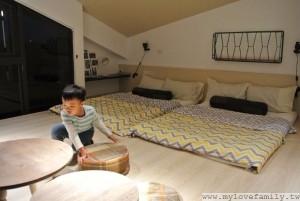 繪本童畫房床