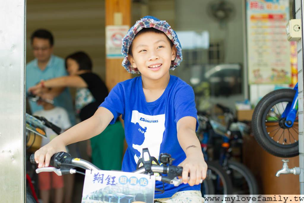 兒子學腳踏車