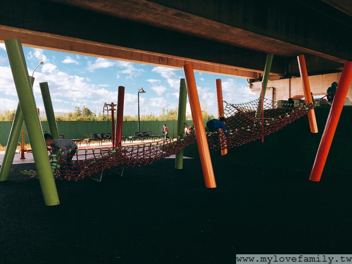 國際路橋下公園