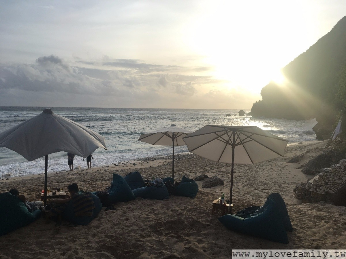 Sundays Beach Club