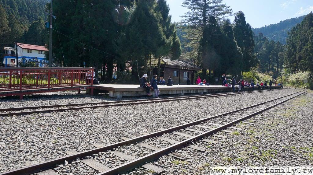 二萬坪火車站